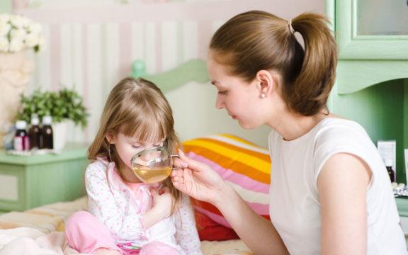 При ацетоне следует соблюдать рекомендованную врачом диету с обильным питьем воды