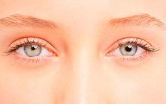 Анизокория — симптом, характеризующийся разным размером зрачков правого и левого глаза.