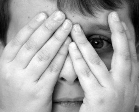 Чаще всего причины антропофобии кроются в детских психологических травмах
