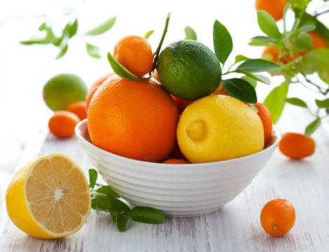 Красные и оранжевые фрукты при дерматите считаются сильными аллергенами