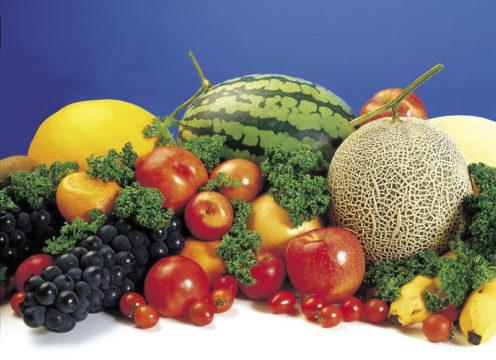 Для снижения кислотности рекомендуется употреблять больше сладких фруктов