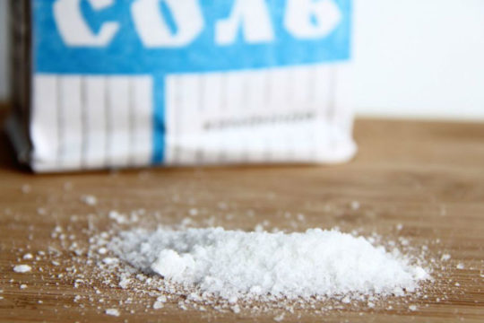 Алкоголь и поваренная соль должны быть полностью исключены из рациона