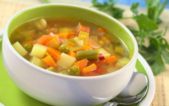 Рекомендуется есть овощные супы и вареную рыбу