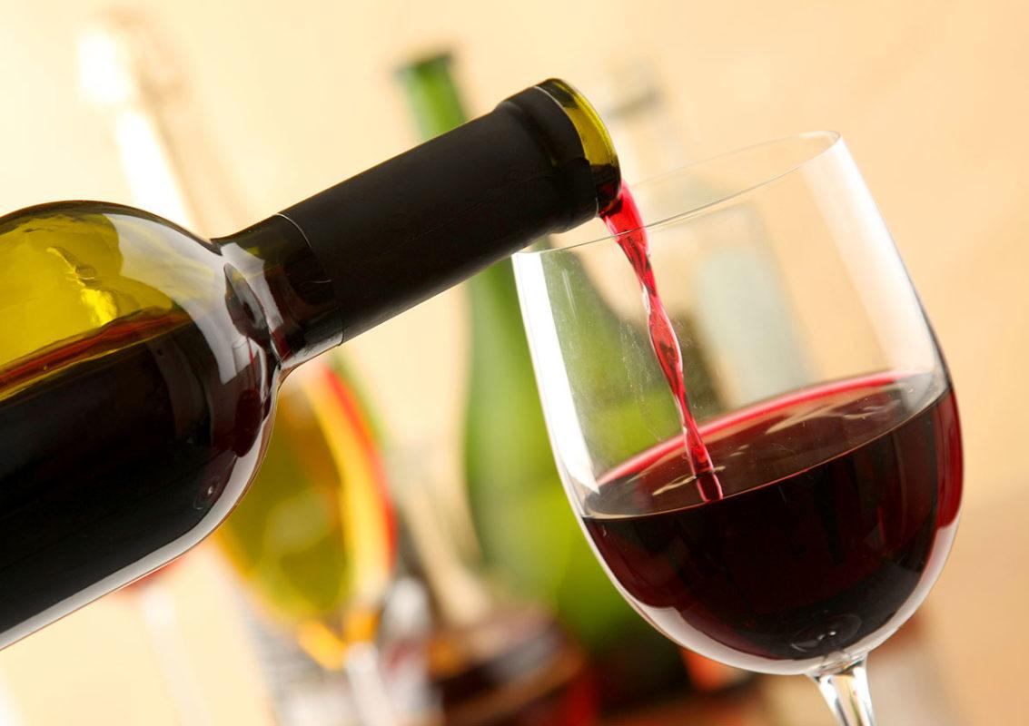 Ученые провели исследование, которое опровергает благотворное влияние алкоголя на организм.