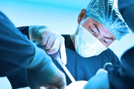 При тяжелых формах гипергидроза показано хирургическое лечение