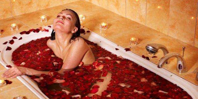При ночной потливости рекомендуется принимать перед сном лечебные ванны