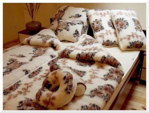 Слишком теплое или синтетическое одеяло может быть причиной ночного гипергидроза