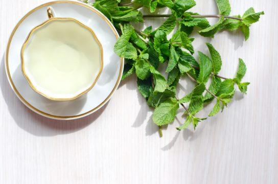 При лечении гипергидроза желательно принимать успокоительные травяные чаи