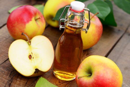 Яблочный уксус оказывает наиболее мягкое воздействием на кожу, поэтому рекомендуется для дезодорирующих ванночек