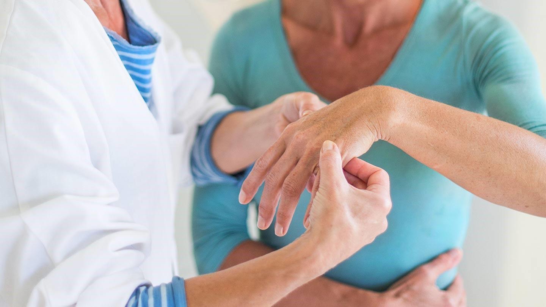 Что лечит врач-ревматолог артриты васкулиты ревматизм и другие болезни